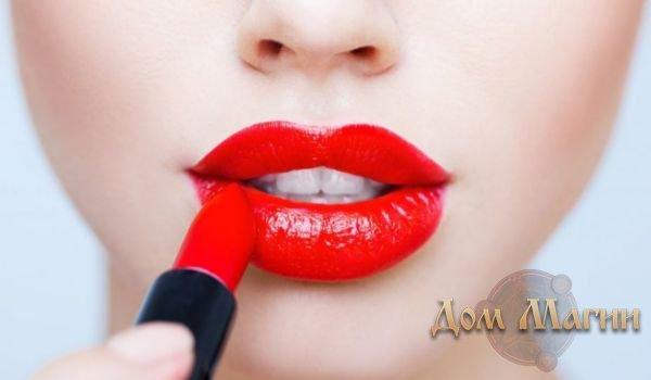 К чему снится красить губы помадой?