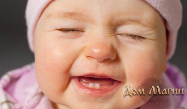 Приснился новорожденный с зубами